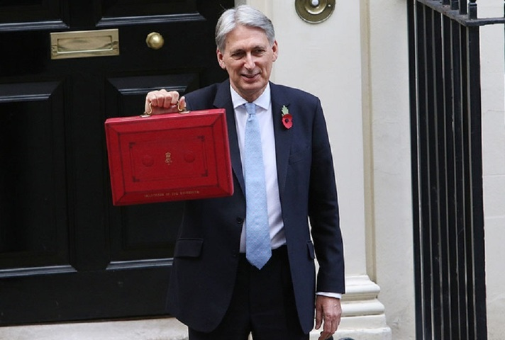 Chancellor with the Budget box outside No.11