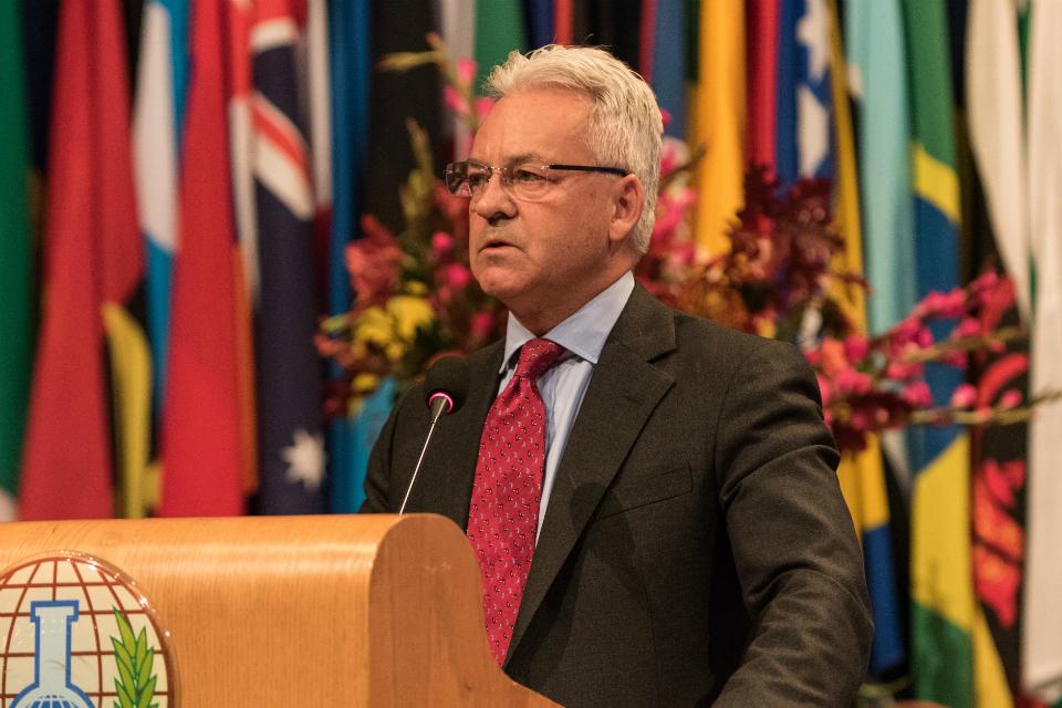 Sir Alan Duncan doing a speech