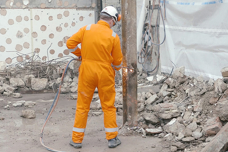 Offender working in construction