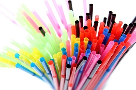 Different coloured plastic straws