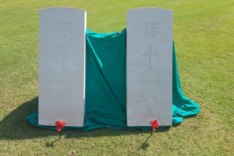 Headstones of the two Unknown Soldiers, Crown Copyright, All rights reserved