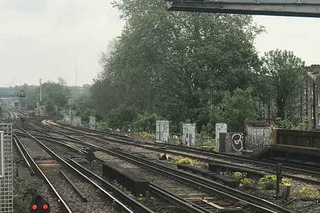 Photograph of trackwork looking south-west of Balham station