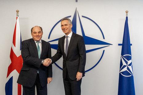 Defence Secretary Ben Wallace (l) and NATO Secretary General Jens Stoltenberg (r)
