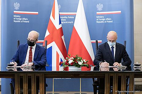 UK Ambassador to Poland and MFA of Poland together signing
