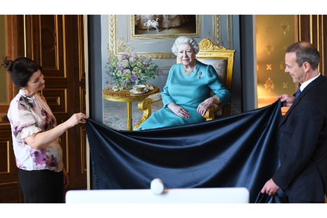 2 FCO officers unveil a portrait of the queen