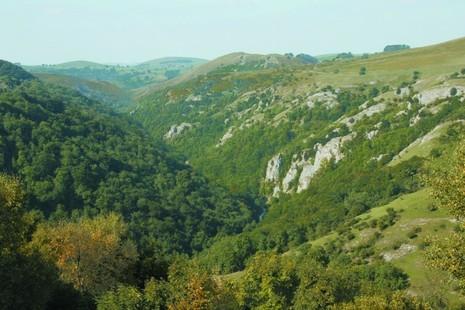 Image of green White Peak hills in Derbyshire