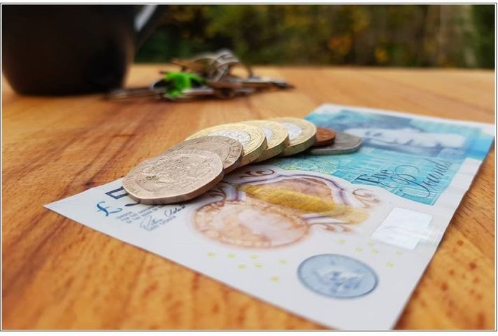 Image of the incoming £8.91 NLW rate in cash.