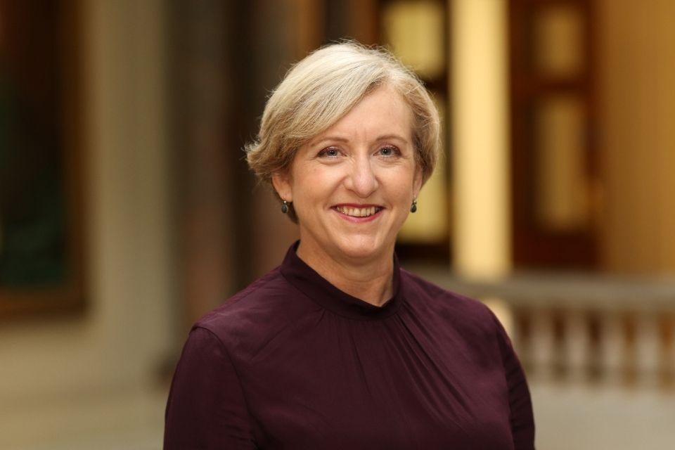 Embajadora de Su Majestad, Louise de Sousa