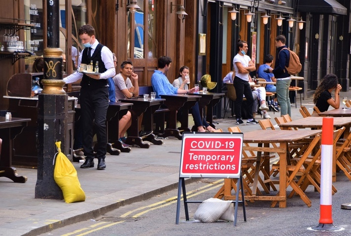People eating outside a restaurant due to COVID-19 restrictions