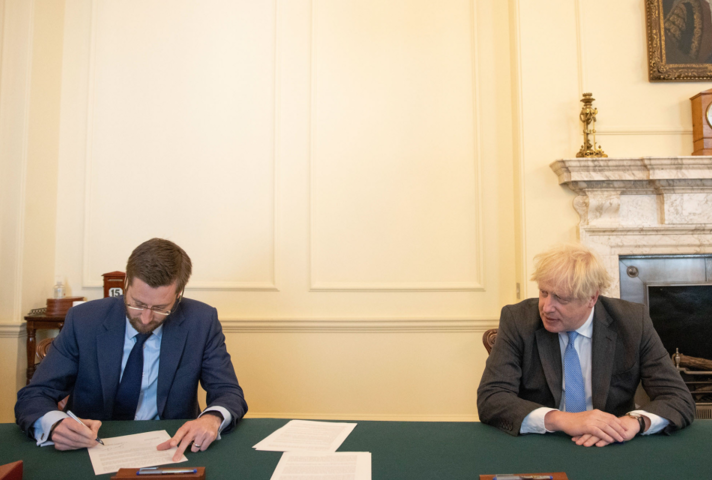 Cabinet Secretary and PM signing the Declaration on Government Reform