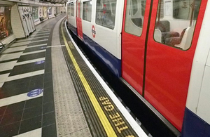 Photograph of a train (not involved in the accident) in the northbound Bakerloo Line platform at Waterloo