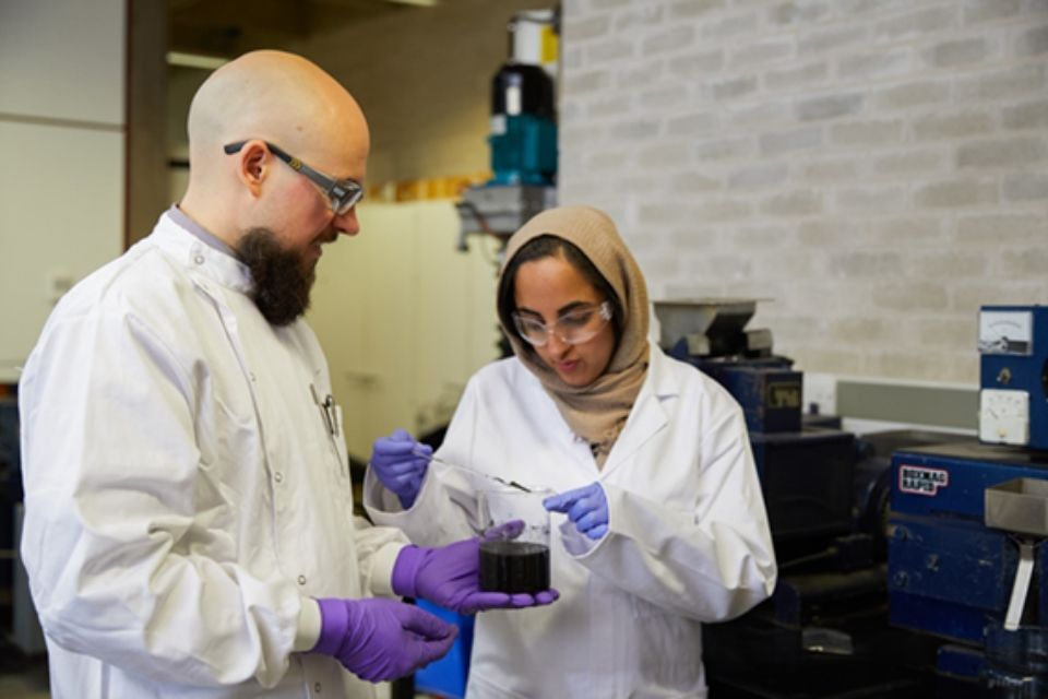 Image of 2 scientists working together in a laboratory.