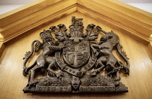 Image of lion and unicorn Crown Court signage