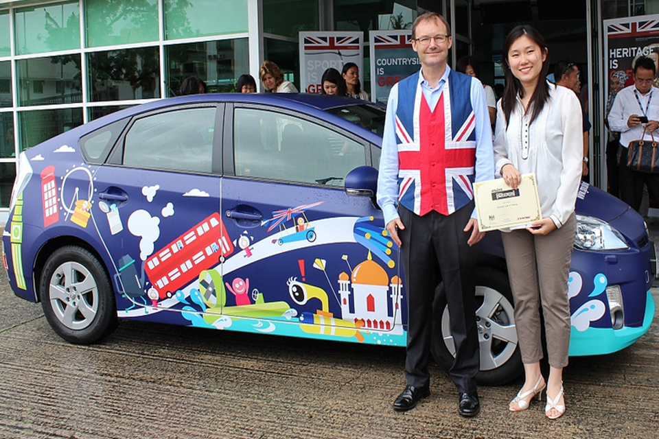 British High Commissioner, Rob Fenn, with winner, Carolyn Lee