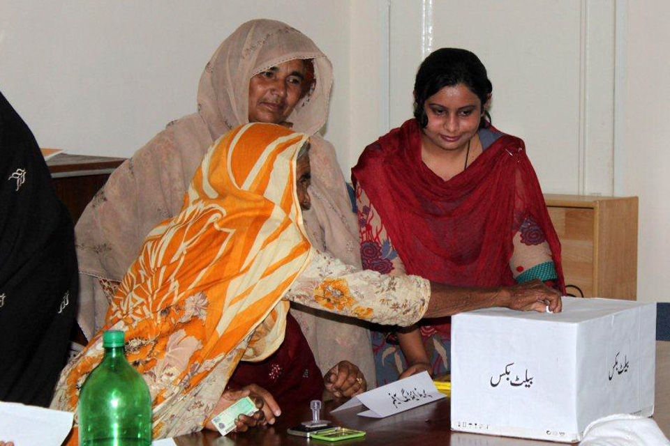 Kanwal, a social mobiliser, has been promoting women's participation in the elections by conducting mock voting exercises in communities. Picture: DFID Pakistan