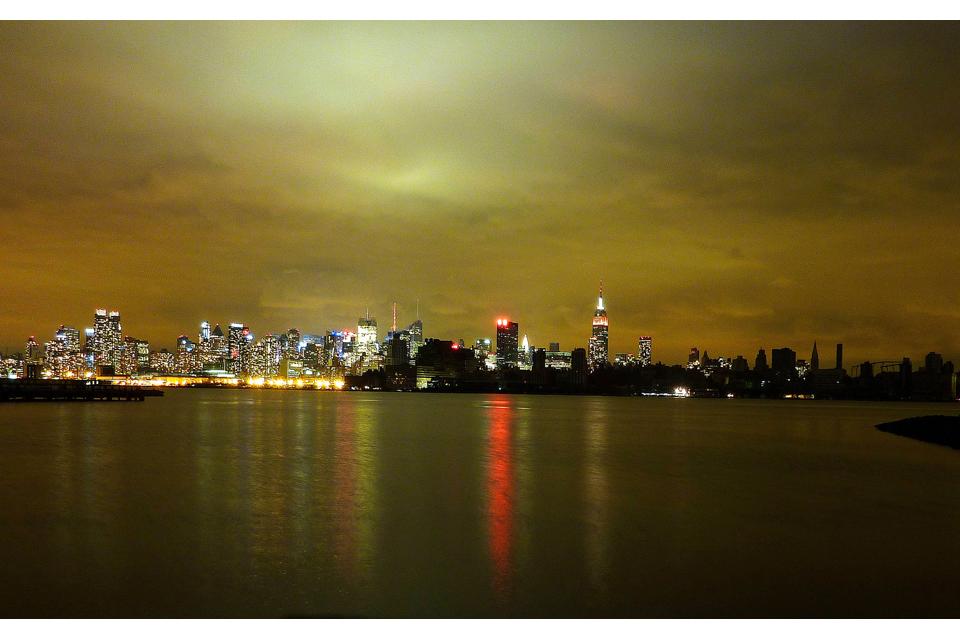 Hurricane Sandy rages over Manhattan