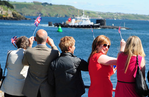 Families and loved ones watch HMS Trenchant return from Devil's Point in Plymouth [Picture: Leading Airman (Photographer) Ben Shread, Crown copyright]