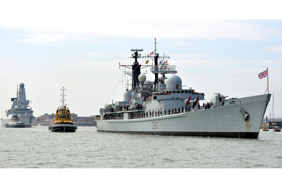 HMS Edinburgh enters Portsmouth