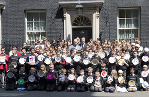 Prime Minister with David Walliams and 100 UK school children