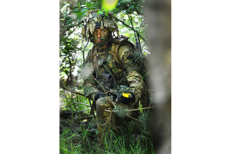 A soldier from the Queen's Dragoon Guards Battle Group