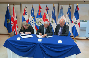 Ambassador Linda Cross and Secretary General of SICA signing an MOU for the UK to become an Extra-Regional Observer of SICA