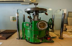 Picture of green manual stamp press machine