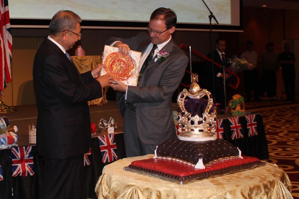 "H.E. Rob Fenn presenting the Guest of Honour, Yang Berhormat Pehin Dato Haji Abdul Rahman,  a limited edition ""Coronation Plate"""