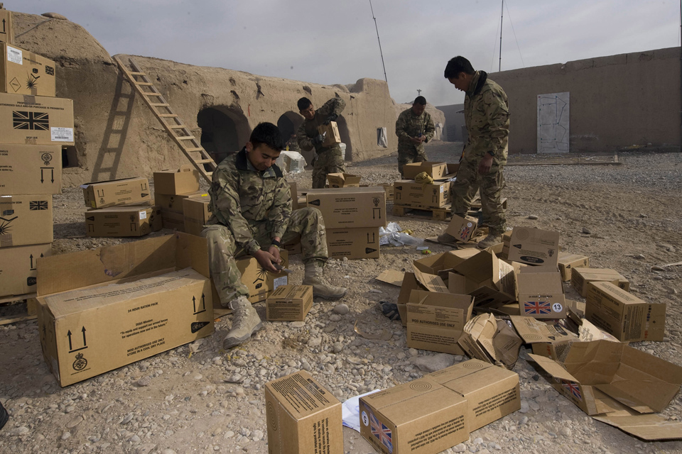 Soldiers pack up rations
