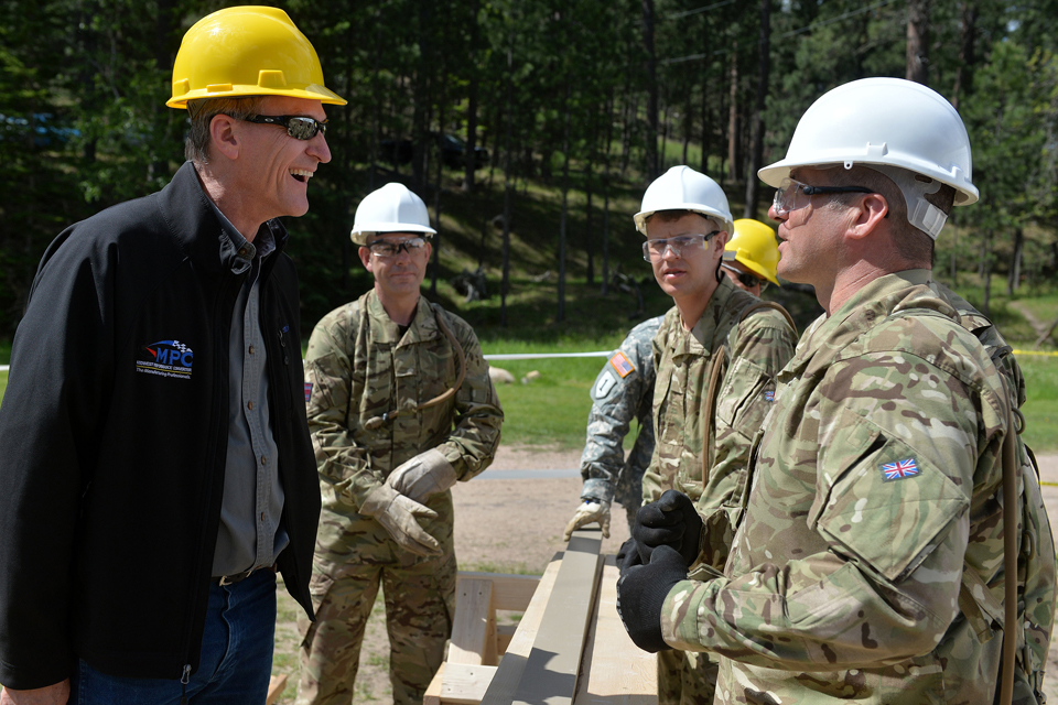 Governor Dennis Daugaard chats to Sergeant Derran Howe