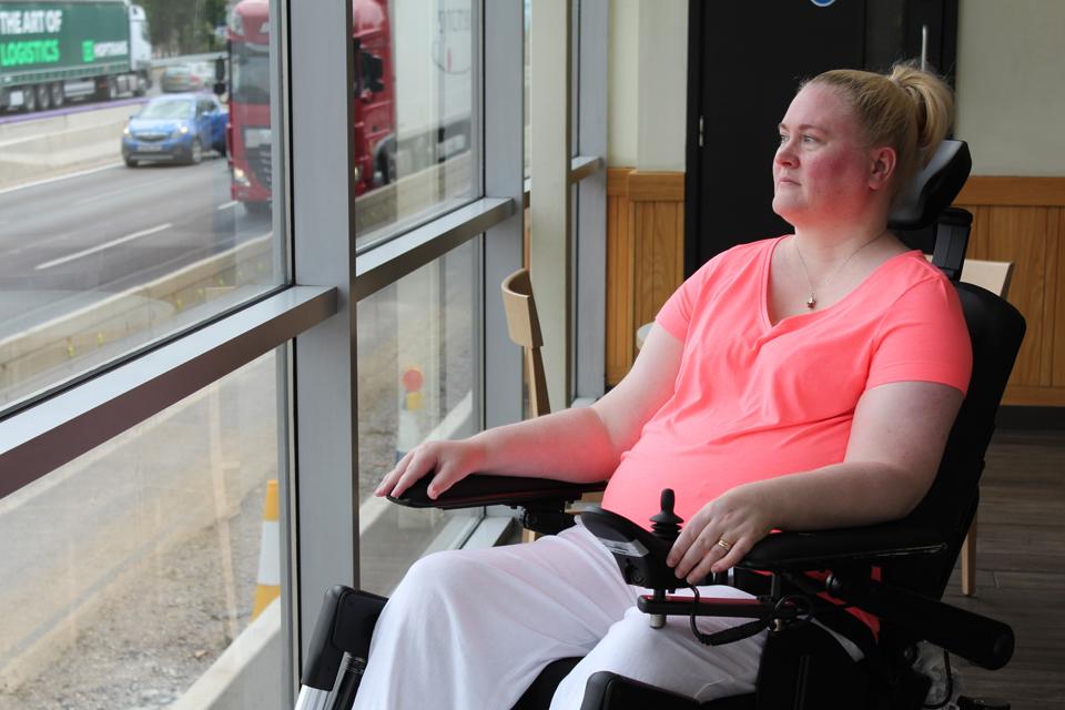 Блогер по вопросам инвалидности и финалист Национальной премии за разнообразие, Керри Томпсон