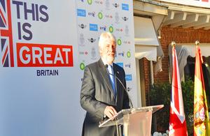Giles Paxman durante su discurso