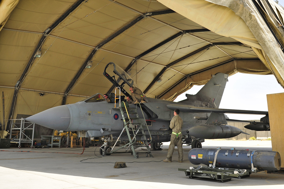 Ground crew maintaining a Tornado GR4