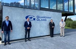 Посол Томас с директорами Guardian Glass