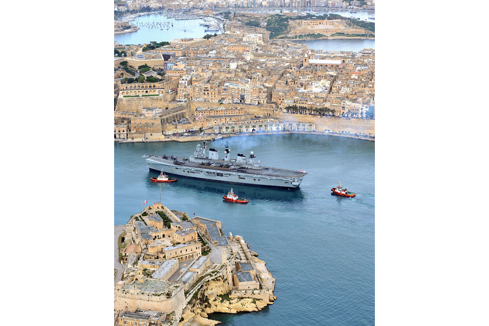 HMS Illustrious enters Malta