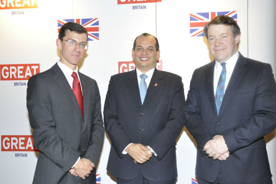 From left to right: British Ambassador James Dauris, Minister of Economy and Finance, Luis Miguel Castilla and Lord Mayor Roger Gifford