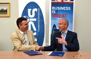 British Ambassador Jonathan Knott and Transparency International Chairman József Martin signing a contract of support.