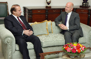 Foreign Secretary William Hague and Pakistan's Prime Minister Nawaz Sharif