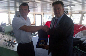 Commander Pat Mowatt presents Halifax Mayor Michael Savage with an HMS Scott crest. (Photo: Mayor of Halifax)