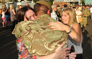 A member of Corunna Company, 3rd Battalion The Yorkshire Regiment receives a warm welcome home in Warminster