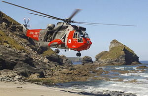 A 771 Naval Air Squadron Sea King conducts a search and rescue exercise in Cornwall [Picture: Crown copyright]