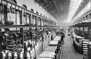 Women working in a factory in the First World War