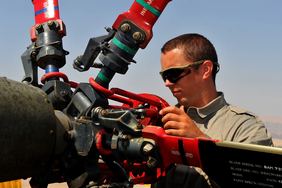 A Commando Helicopter Force engineer at work