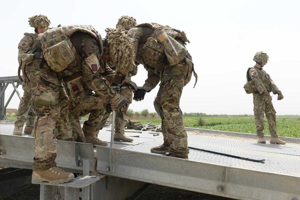 Soldiers from 22 Engineer Regiment repairing the Basharan bridge