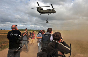 An RAF Chinook brings in a light gun (and plenty of dust) for the gathered media [Picture: Richard Watt, Crown copyright]