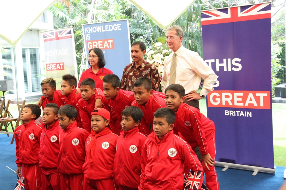British Ambassador Mark Canning with DNC Team, Parmaningsih Hadinegoro, and Djoko Pekik