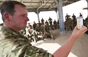 Flight Sergeant Dan Biggs shows troops a lab sample of roundworms [Picture: Sergeant Dale Hunt RAF, Crown copyright]