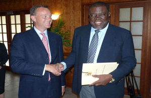 UK Minister for Africa, Mark Simmonds, being welcomed by Namibia's Prime Minister, Right Hon. Hage Geingob