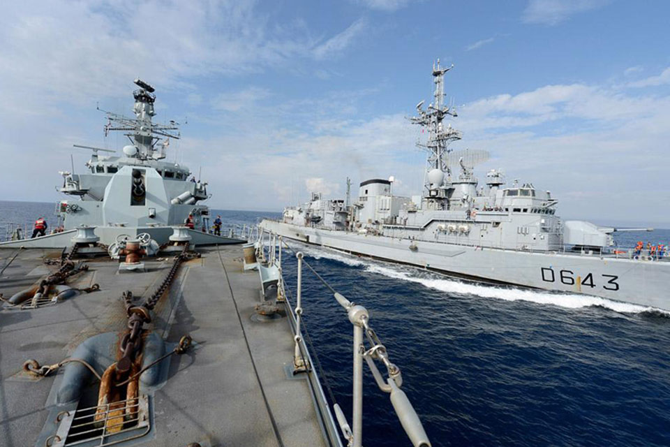 HMS Northumberland alongside French frigate Jean de Vienne