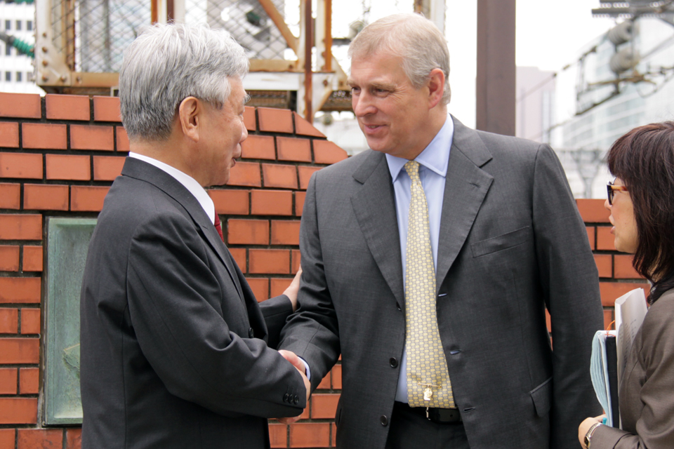 His Royal Highness The Duke of York shakes hands with JR Central Chairman Mr Yoshiyuki Kasai