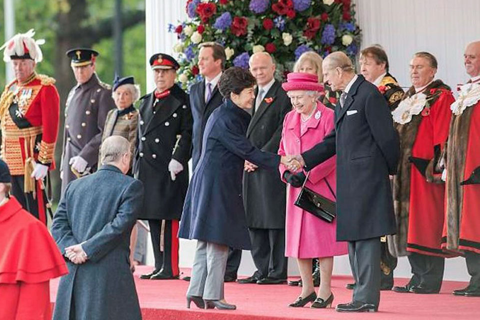 President Park Geun-hye of the Republic of Korea is welcomed to the UK by Her Majesty Queen Elizabeth II